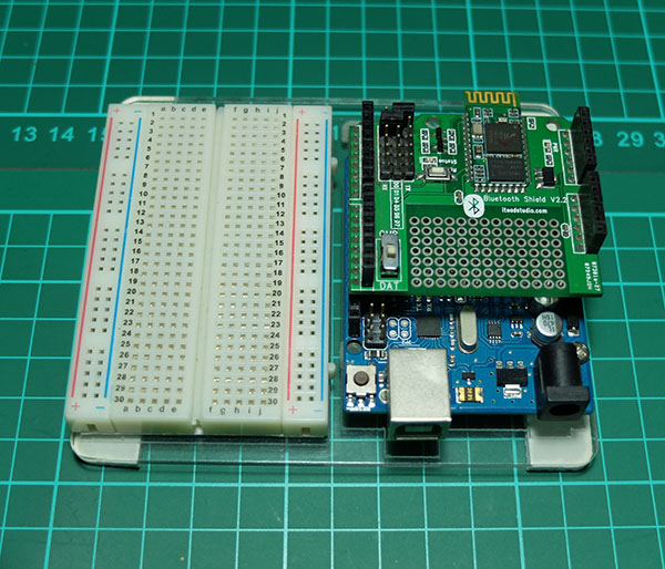 ITEAD Bluetooth Shield with Arduino Uno - R3